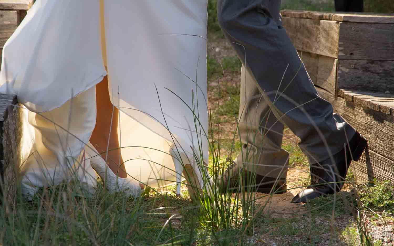 dudas sobre fotógrafos de boda en Valencia. Paseo de boda en la playa de Valencia
