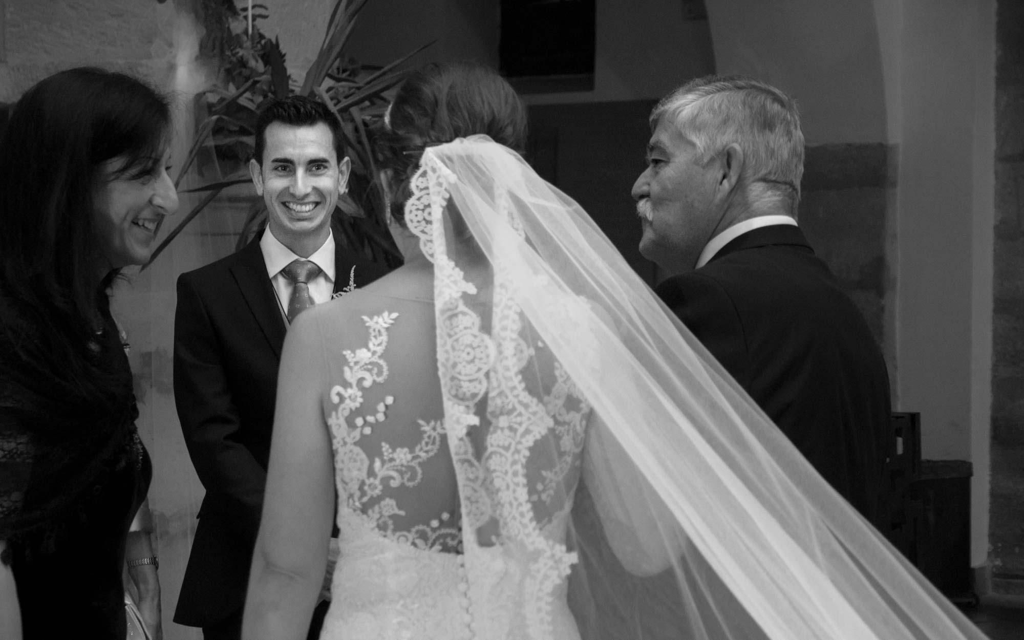 llegada de la novia a la boda civil