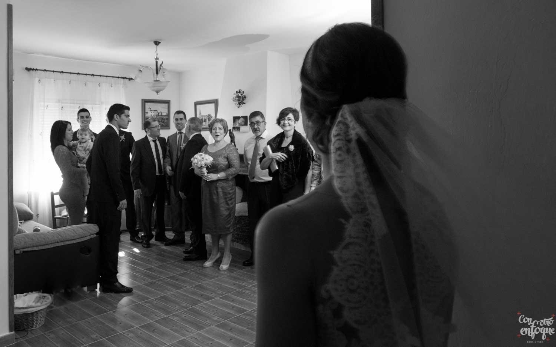 novia-familia-emocionada-fotografía-natural-real-Valencia