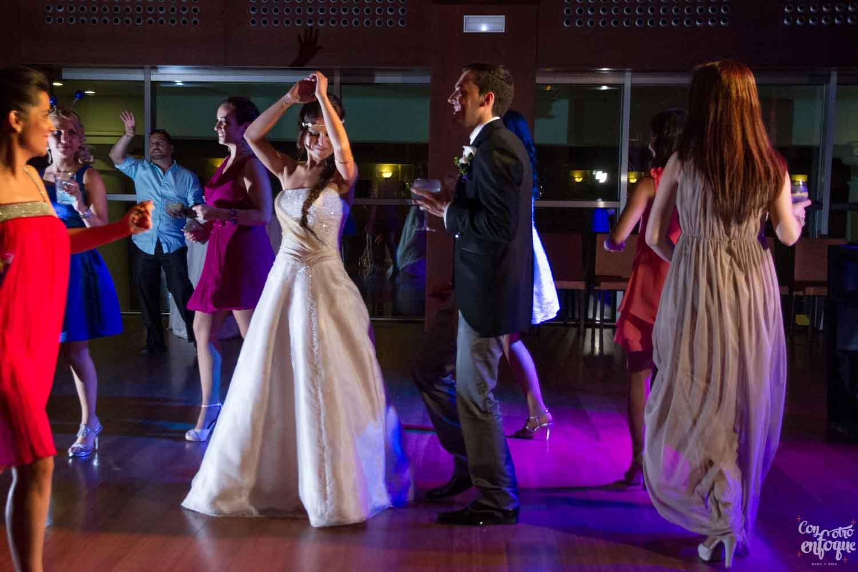 dudas sobre fotógrafos de boda en Valencia. Baile nupcial diferente.