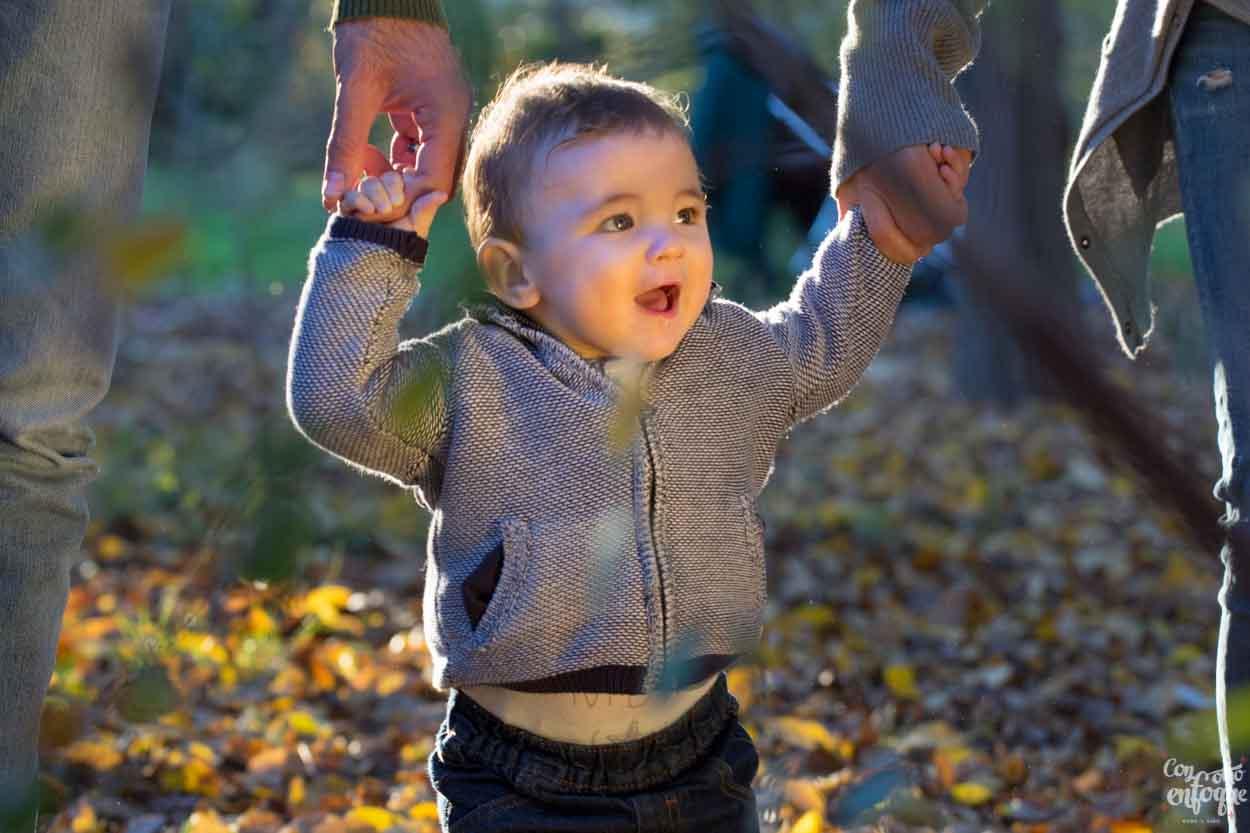 vale regalo sesión newborn y bebé-reportaje natural-fotografía en la naturaleza-reportaje de familia