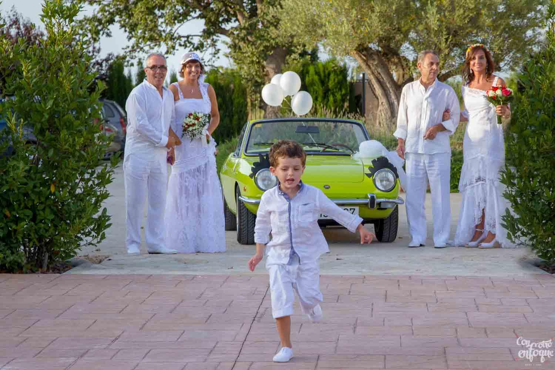 boda ibicenca en Alquería Kukala. Boda en El Puig. Valencia. Fotógrafos de boda en Valencia
