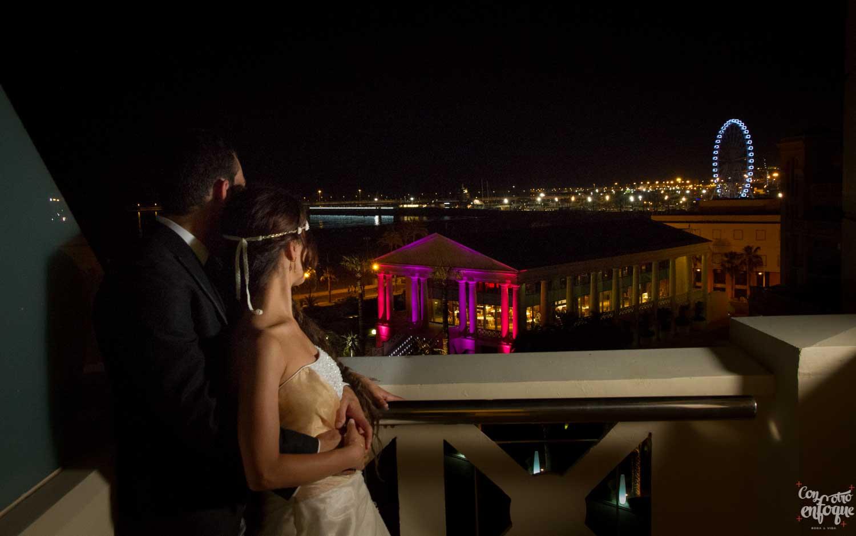 balcón de la suite nupcial en hotel Las Arenas. Valencia. Fotógrafo de Boda en Valencia.