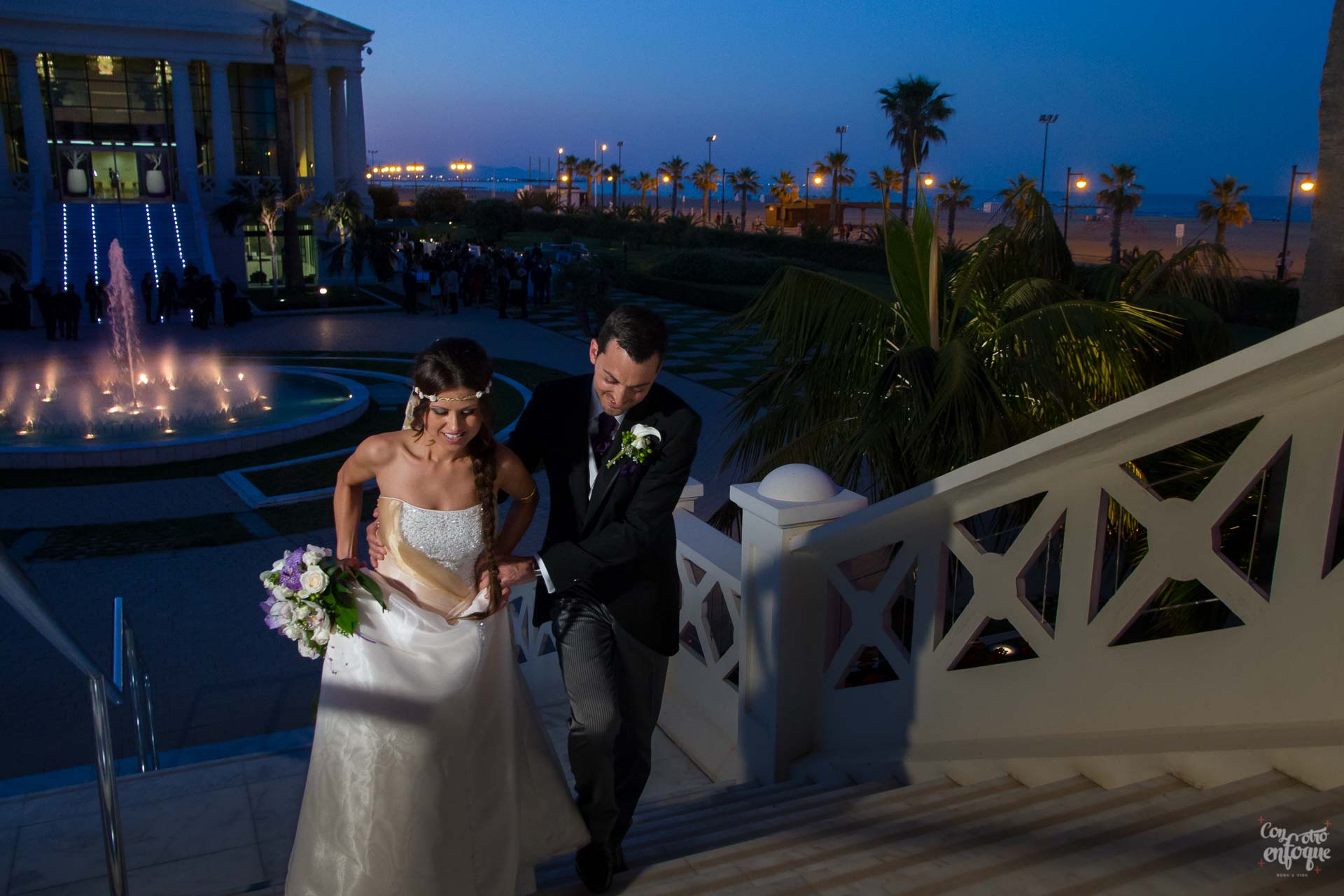 tu boda de noche en el hotel balneario Las Arenas en Valencia. Wedding Las Arenas. Boda en la Playa de Las Arenas