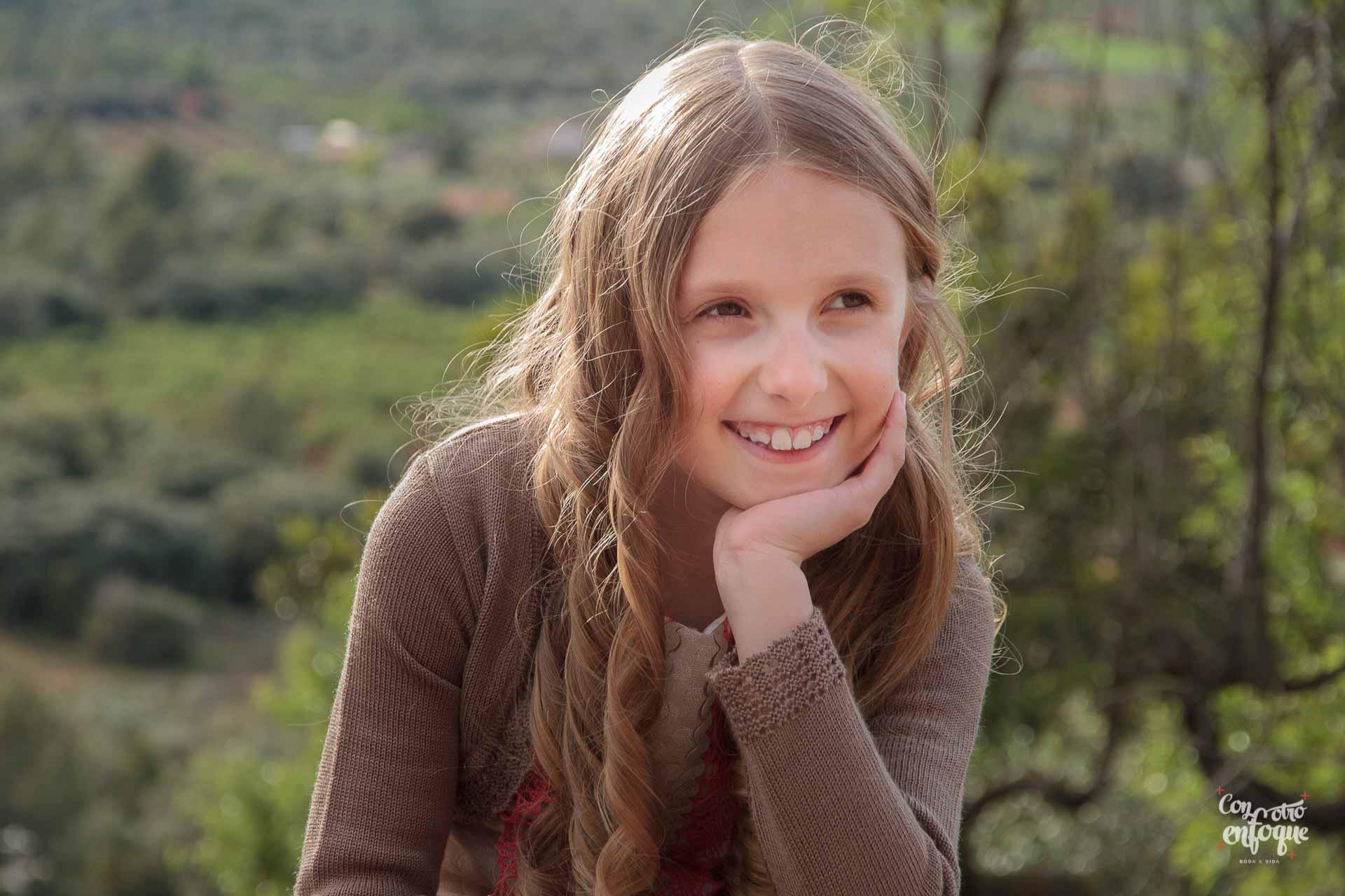 retrato de niña con su segundo vestido de Comunión en Valencia