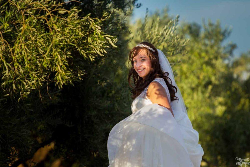 novia entre los olivos. Boda en Carrizosa, Ciudad Real