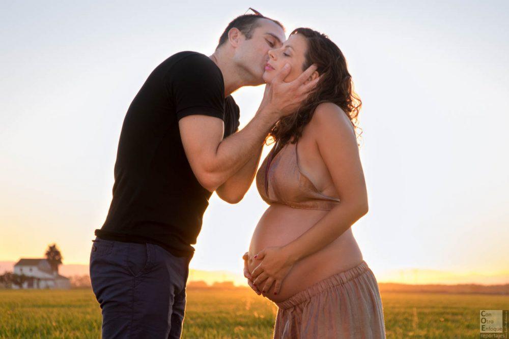 embarazada en el arrozal de Valencia