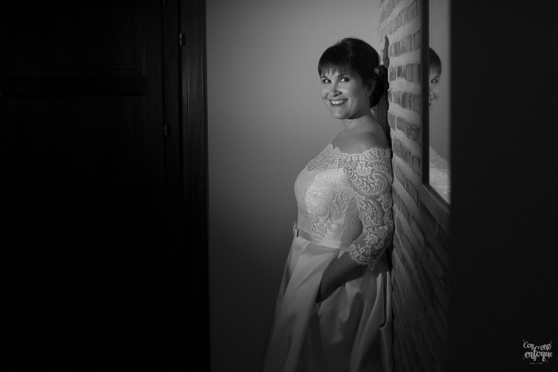 posado de novia informal. boda en hotel adhoc bétera