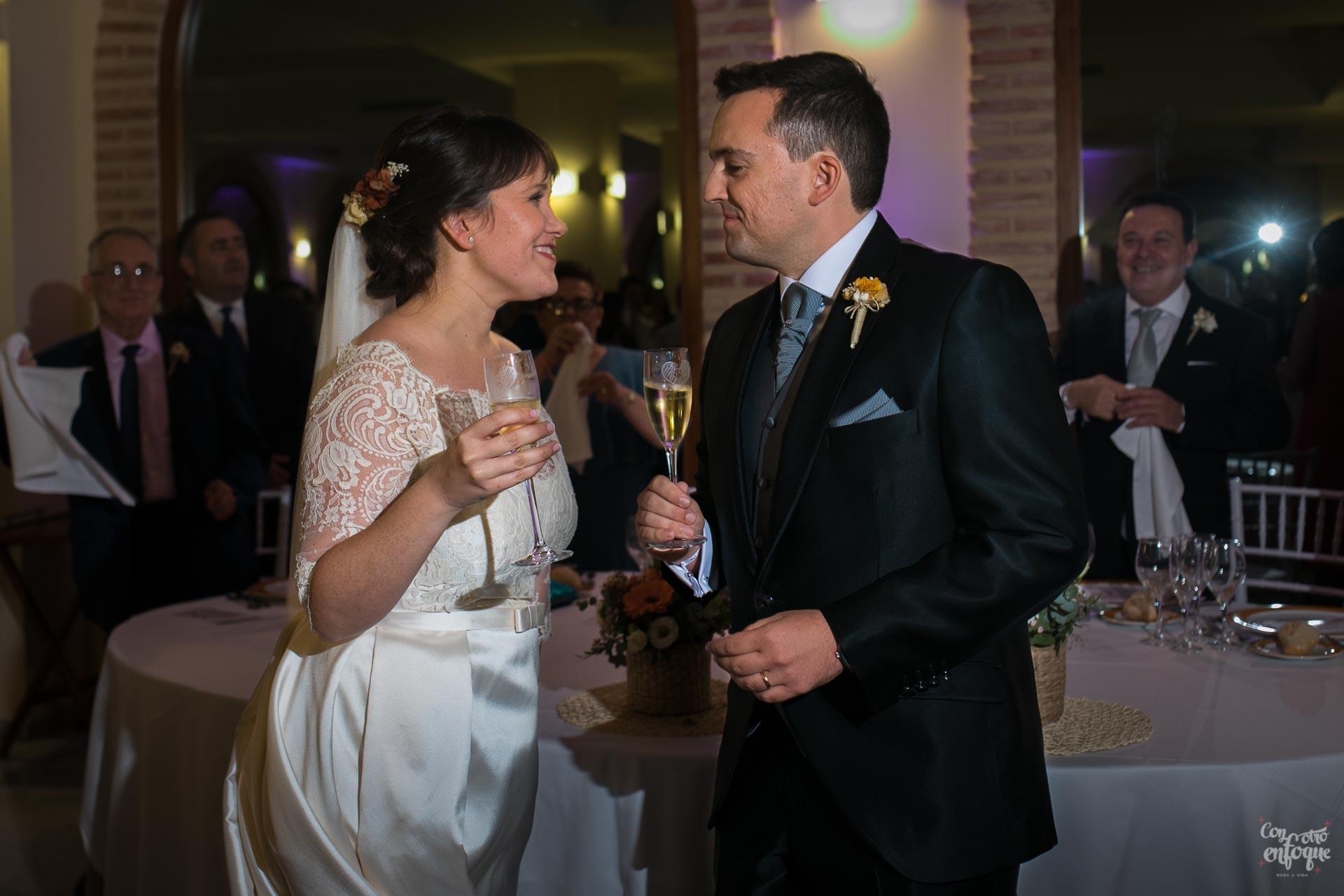 brindis recién casados en boda en hotel adhoc bétera