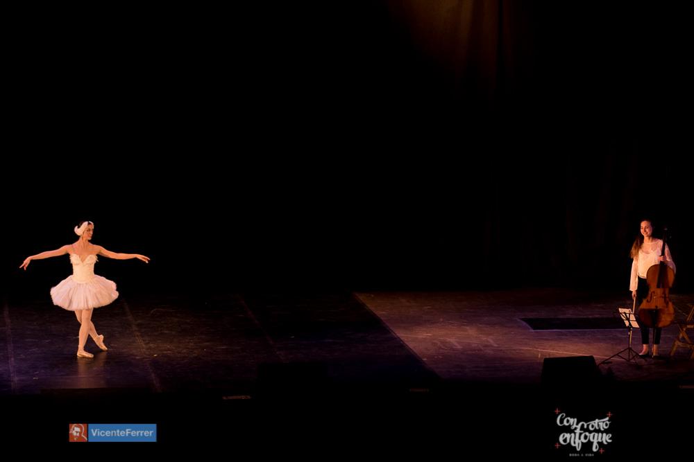 ballet con chello para la muerte del cisne en la gala solidaria