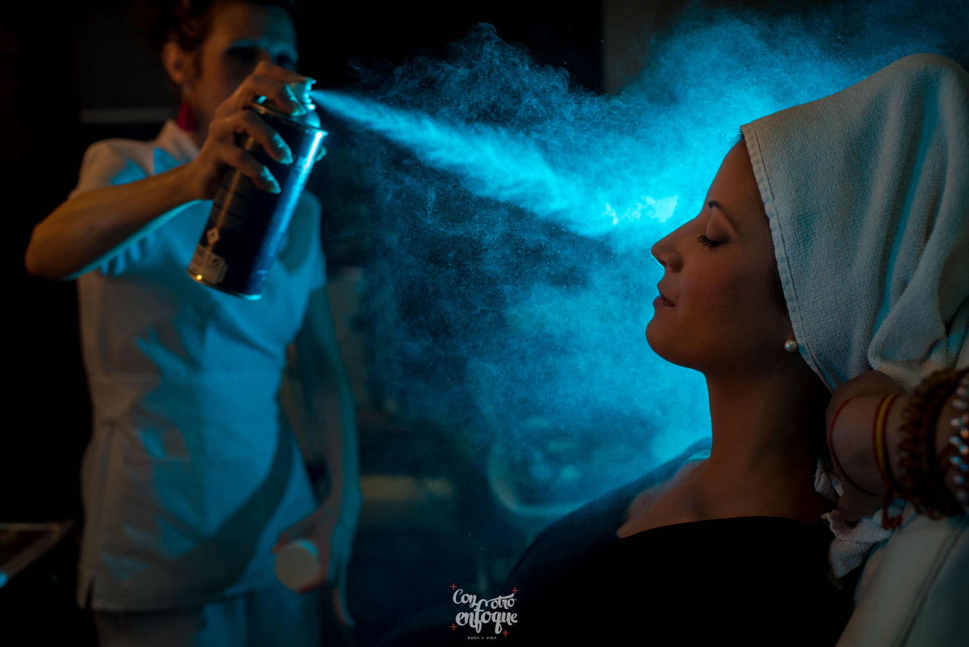 boda en Masía Durbá Fotógrafos de boda. Toques al maquillaje de novia en Valencia