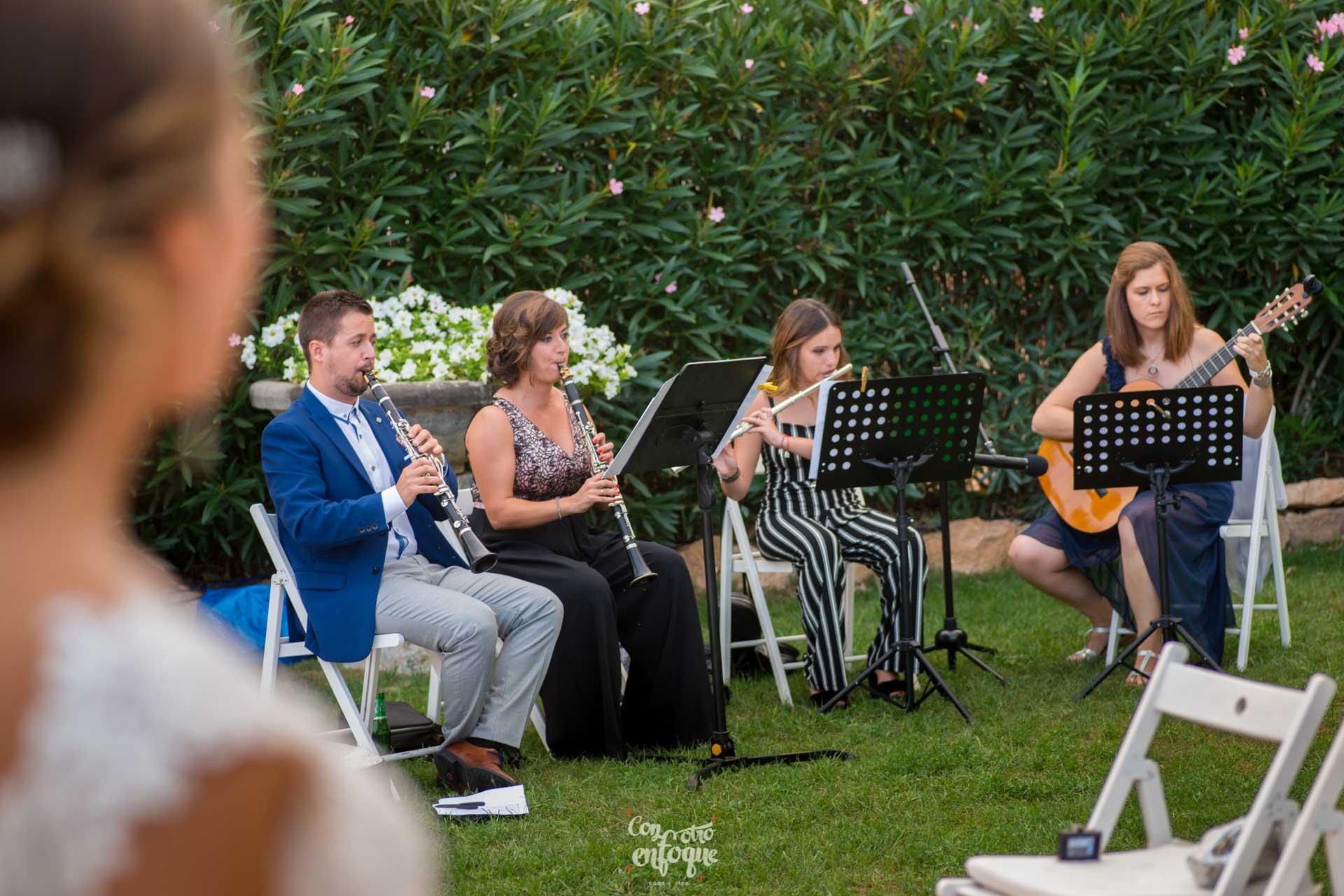 boda en Masía Durbá Fotógrafos de boda Música de cámara en boda