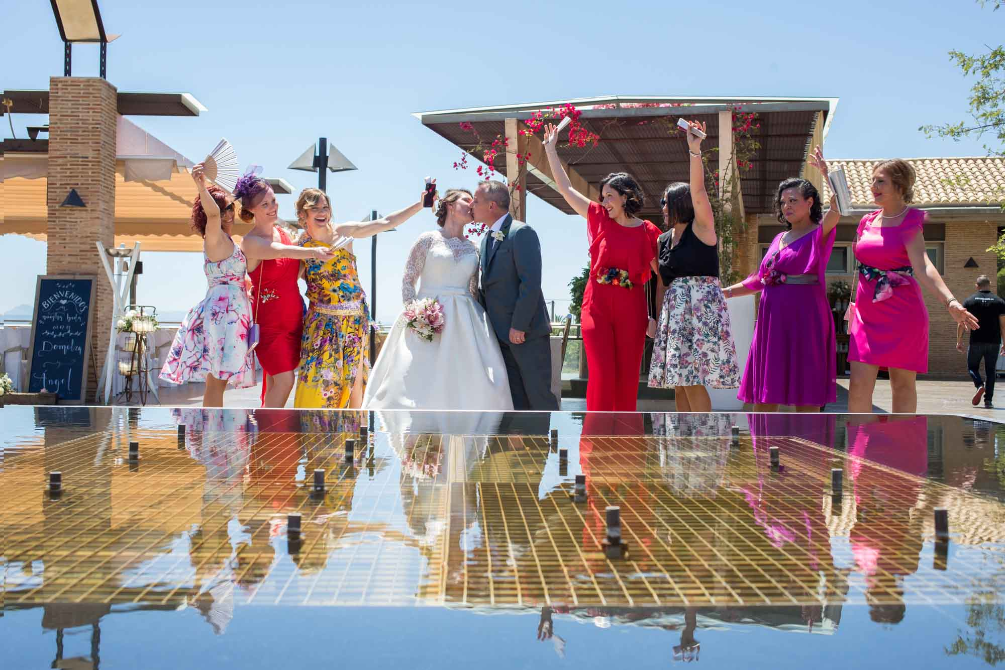 alegría de las amigas de la novia en la boda en San Patricio