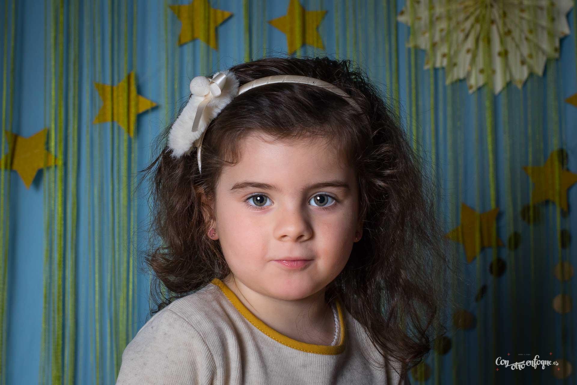 foto de estudio para niña en Valencia Torrefiel ConOtroEnfoque