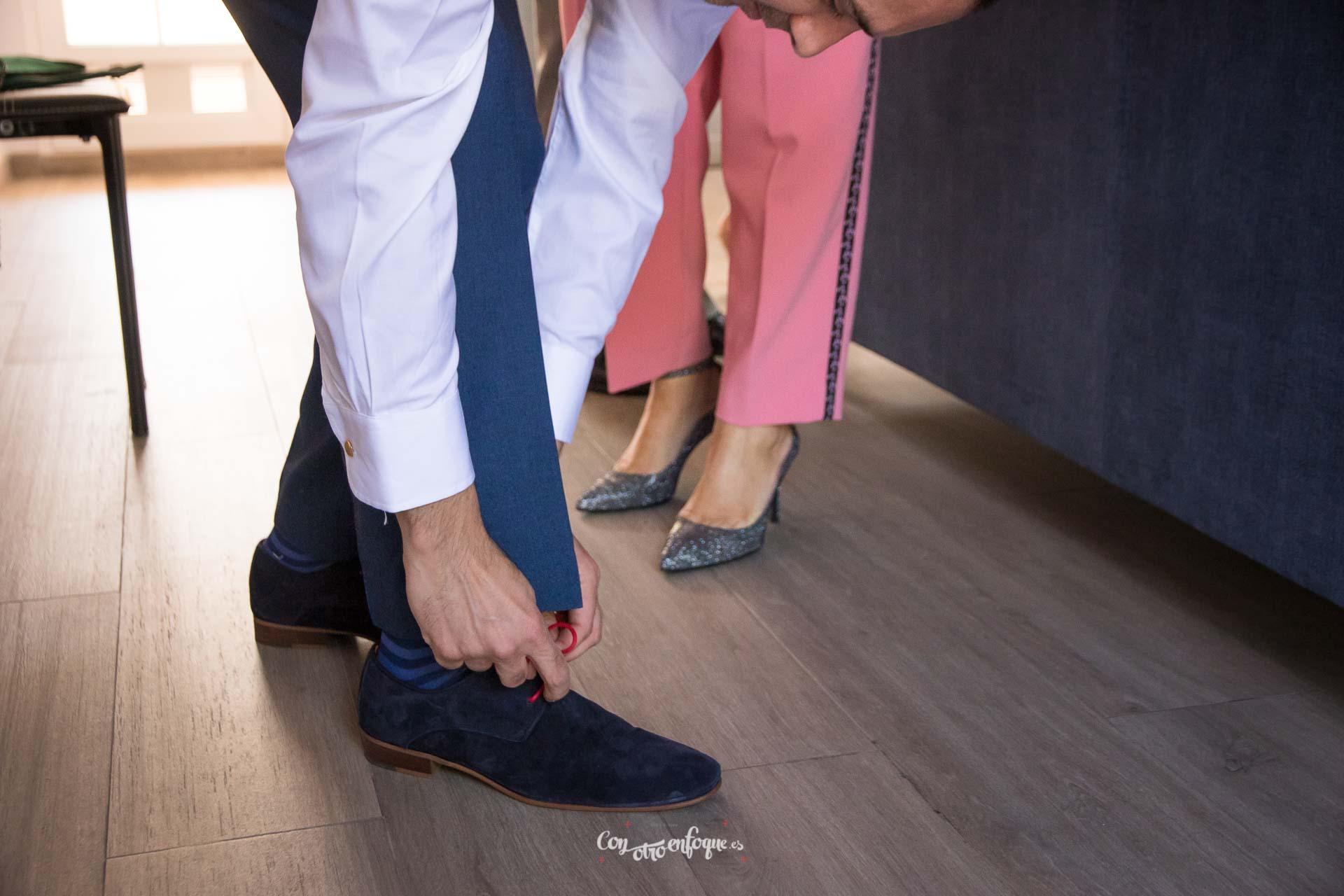 boda civil en Valencia. El novio se prepara para la boda