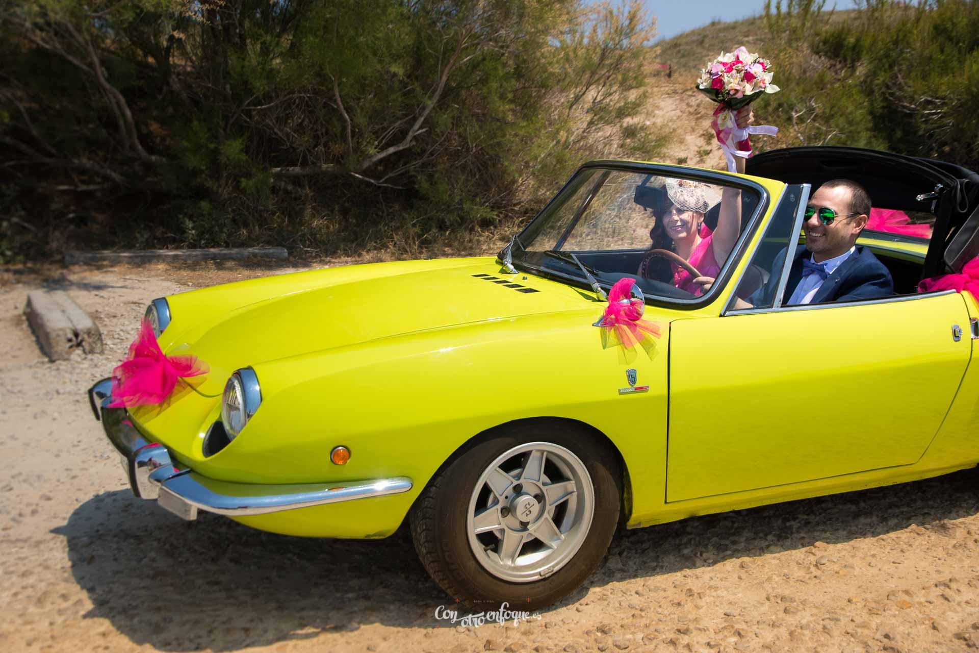 boda civil en Valencia con coche antiguo