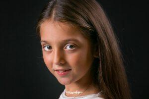 retrato niña en estudio fotográfico en Valencia